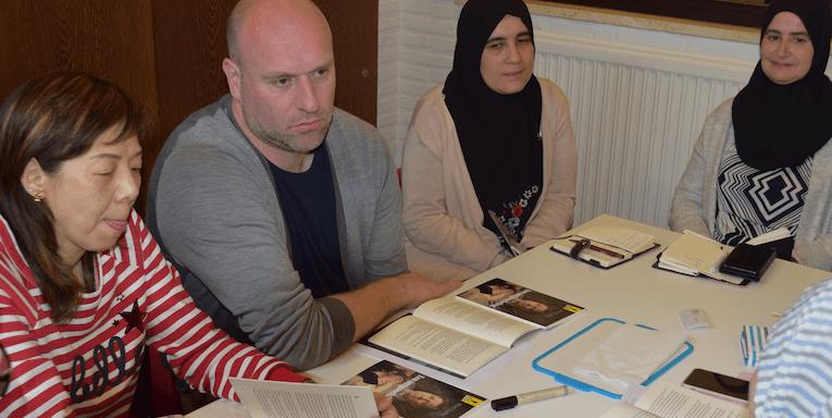 Samen lezen: leerrijk, verrijkend én zelfs therapeutisch voor sociaal kwetsbare groepen