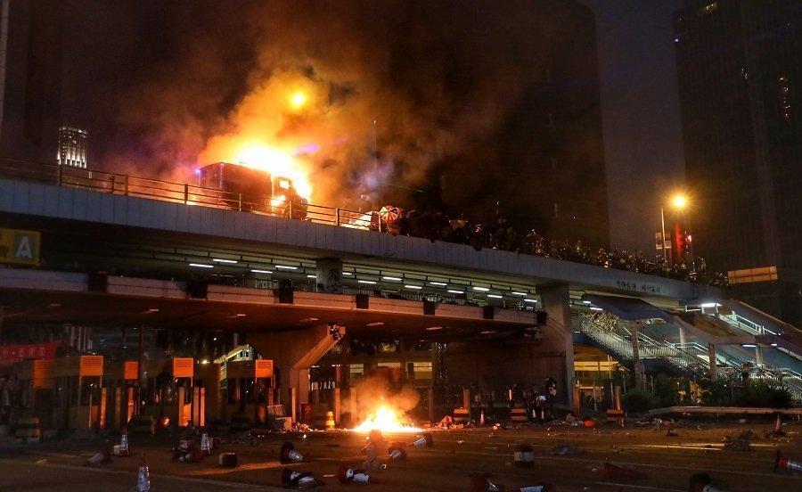 Hevige gevechten beschadigen Hongkong verder
