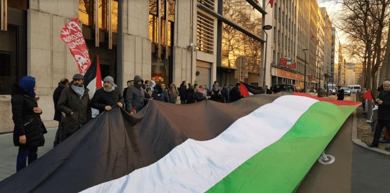 Een eerste protestactie op 29 januari voor de VS-ambassade te Brussel. Het zogenaamde 'vredesplan' is onaanvaardbaar.