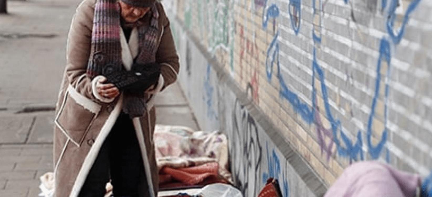 Dakloze vrouw.
