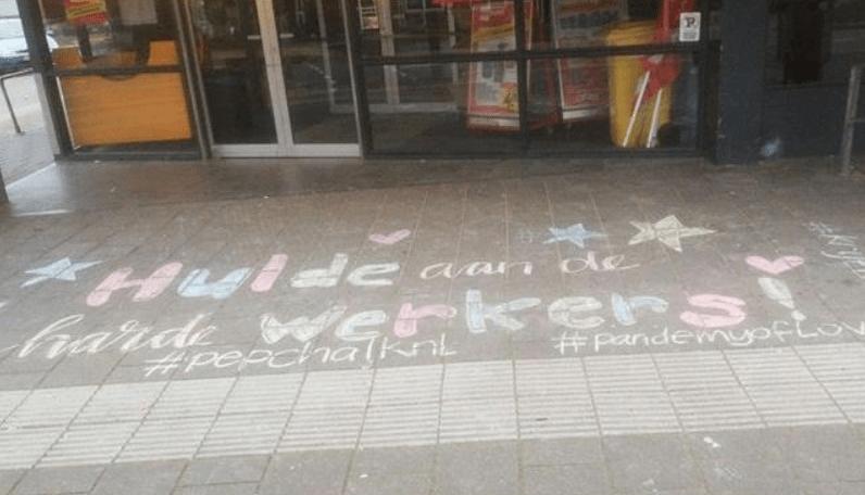 Leuzen voor de deur van een supermarkt in Rheden. Op dit gevoel van solidariteit zouden we politiek kunnen voortbouwen.