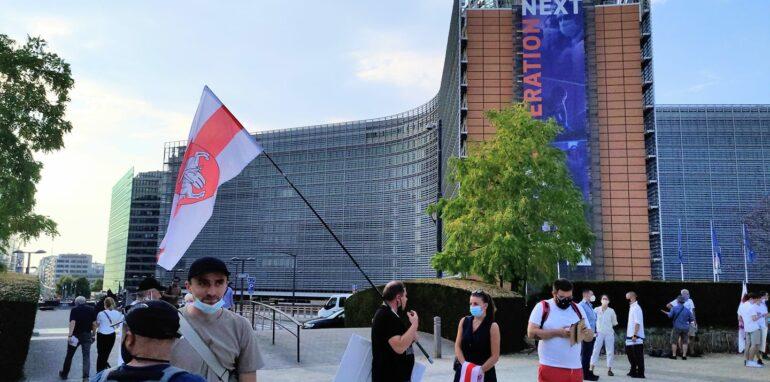 Expats en Belgische burgers komen samen op voor vrijheid in de Europese wijk op 10 augustus 20