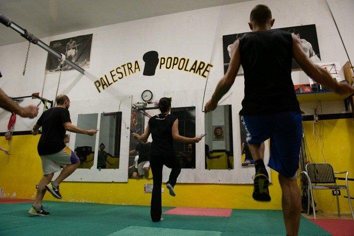Training in een Italiaanse volksboksschool.