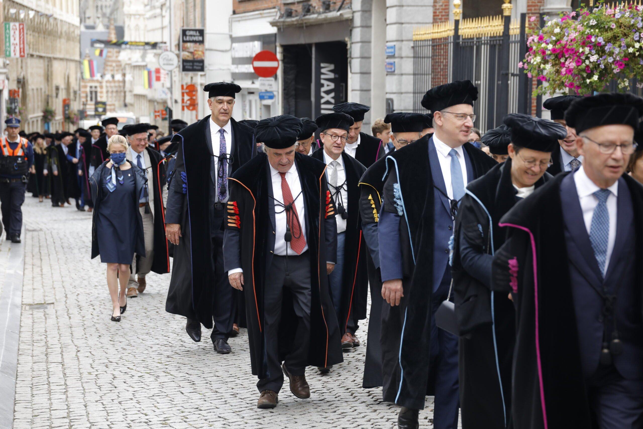 Stoet der togati, op weg naar de Aula 'Pieter De Somer' voor de academische zitting Foto: Persdienst KU Leuven