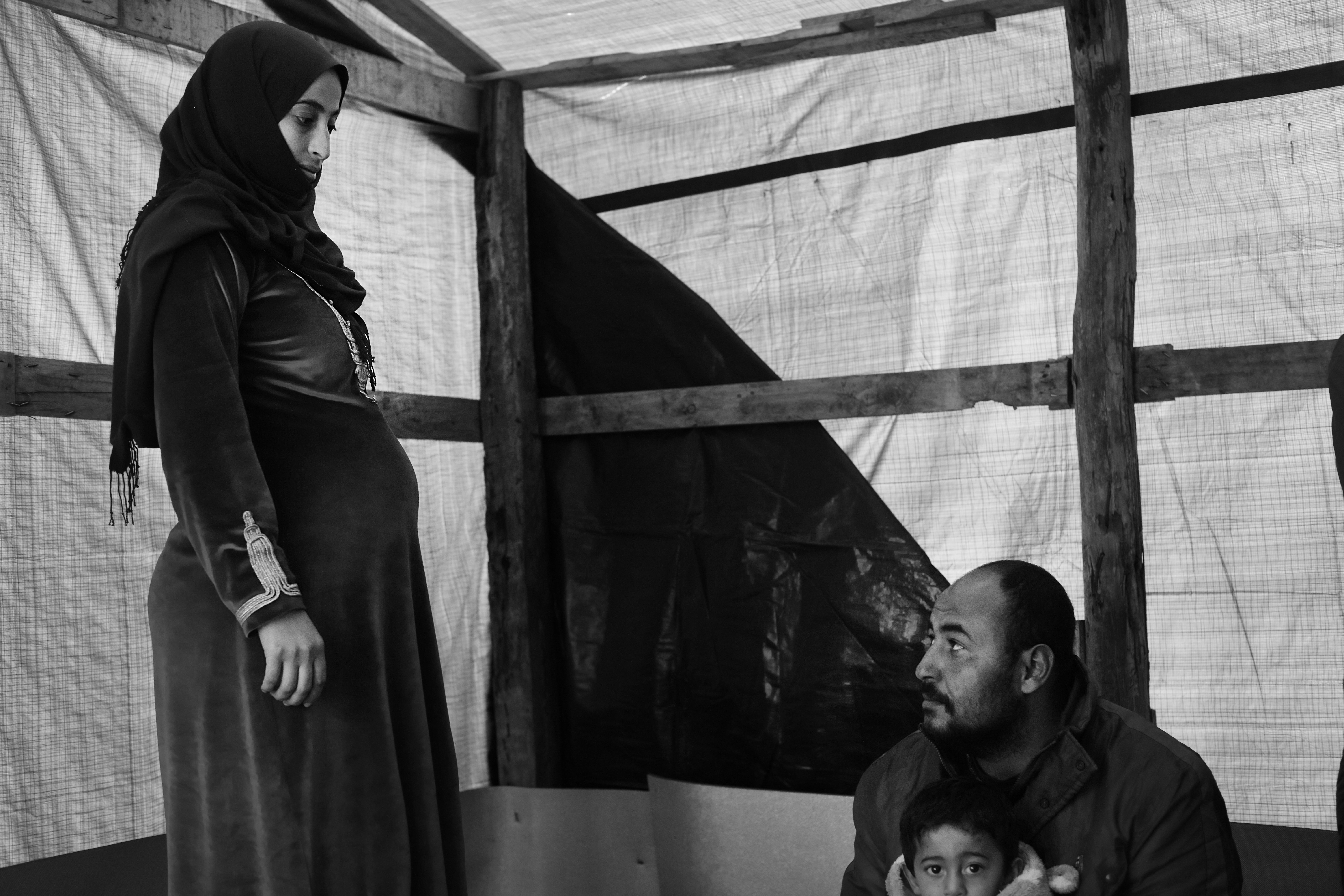 Salih (27) is met zijn zwangere vrouw Rahaef (22) en twee kindjes naar Europa gevlucht.