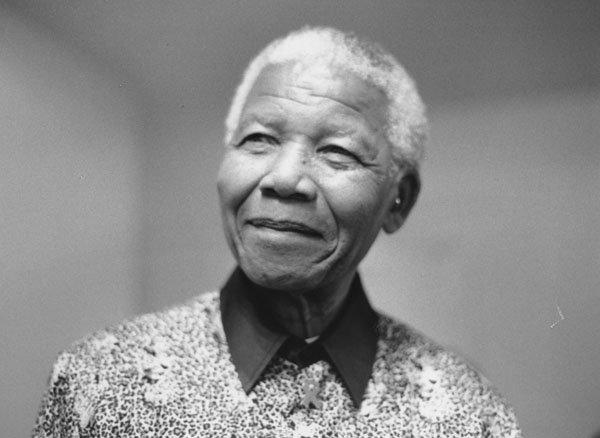 Mandela op bezoek in de London School of Economics in 2000.